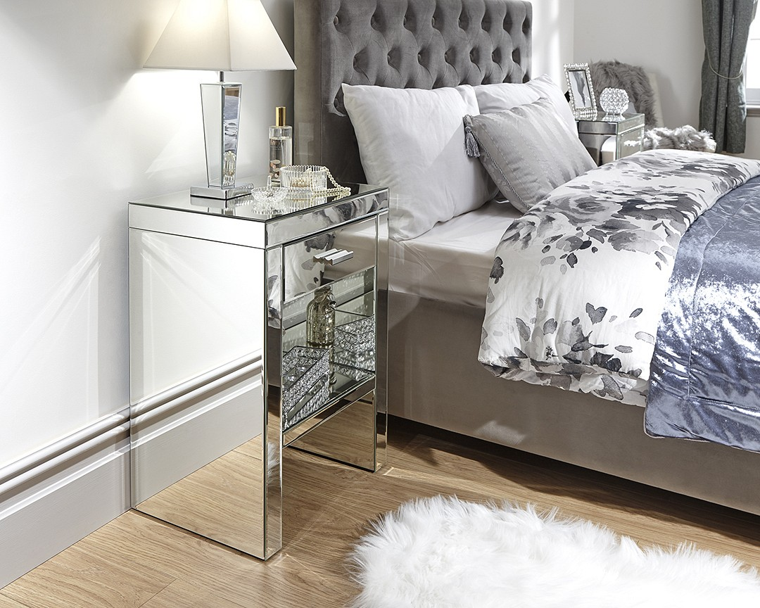 Venetian 1 Drawer Mirrored Bedside £129