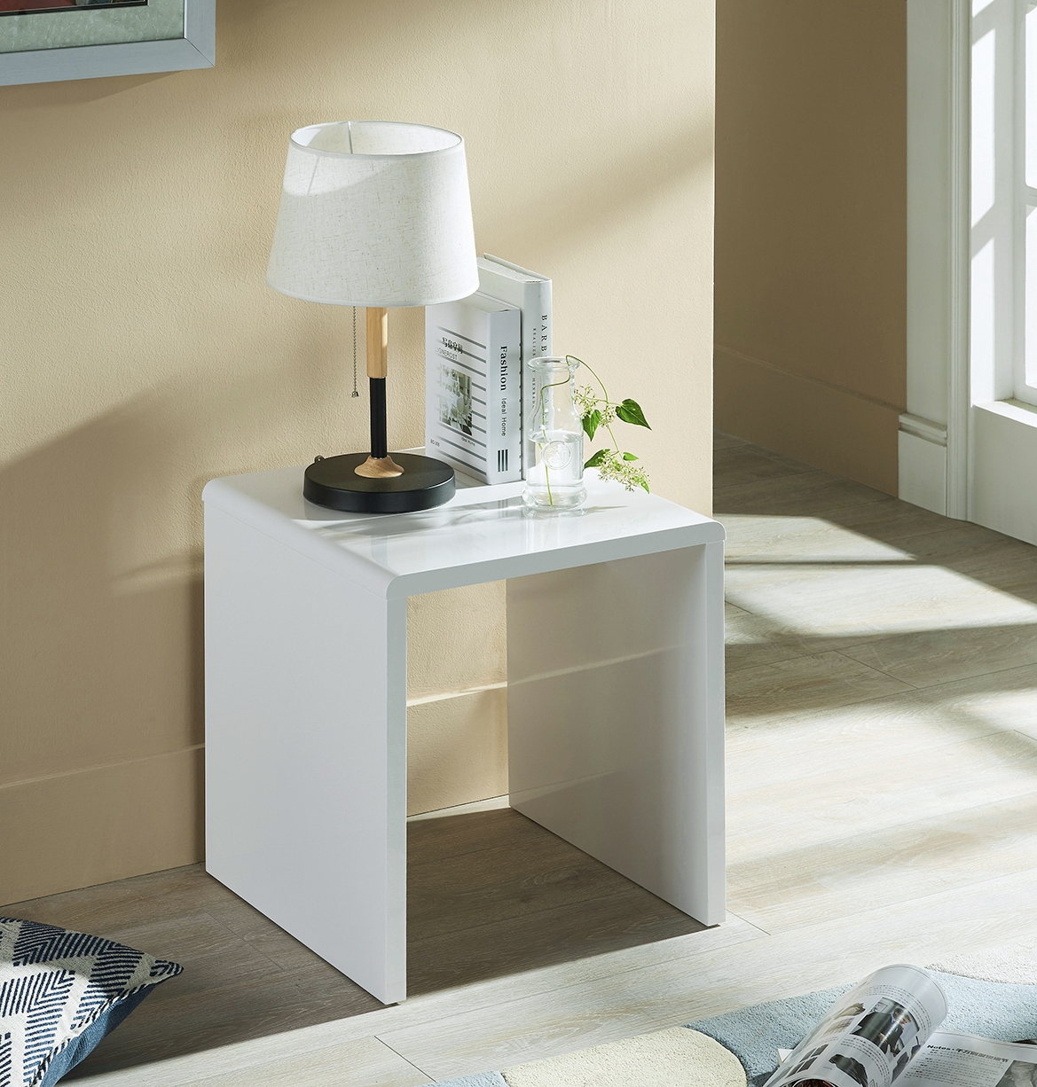 Manhattan Lamp Table in White High Gloss £59